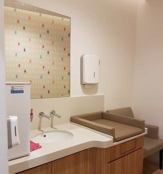 Singapore_Baby_Care_Room_650_11